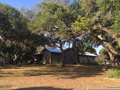 Boerne Single Family Home For Sale: 102 Ridge Trail