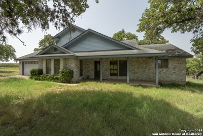 La Vernia Single Family Home Active Option: 324 Lost Trail Circle