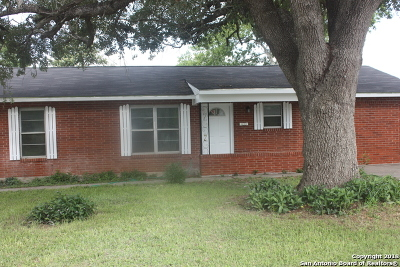 Karnes County Single Family Home For Sale: 1416 Maple St