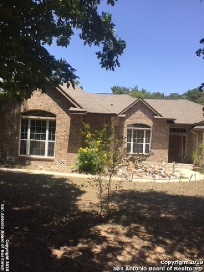 Atascosa County Single Family Home For Sale: 260 Savannah Heights