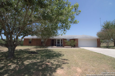 La Vernia Single Family Home For Sale: 184 Woodcreek Dr