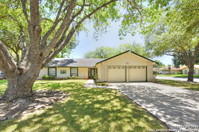 Seguin Single Family Home For Sale: 301 Stoneham Circle