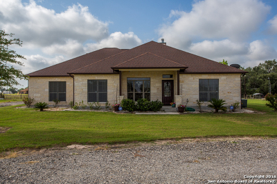 Floresville Single Family Home For Sale: 130 Shannon Rdg