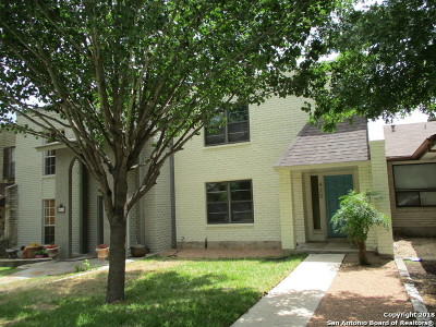 Universal City Single Family Home For Sale: 420 Amistad Blvd