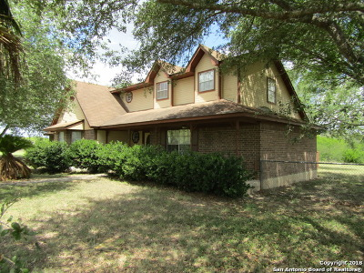 Karnes County Single Family Home For Sale: 7512 County Road 342