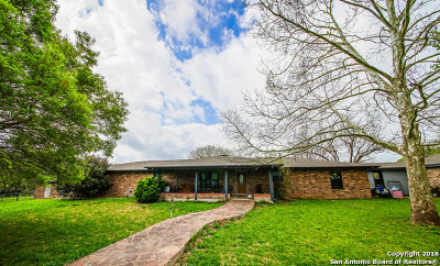 Guadalupe County Single Family Home For Sale: 2351 Lakewood Dr