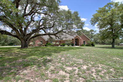 Floresville Single Family Home New: 909 Paddy Rd