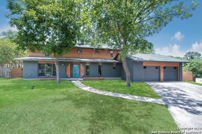 Castle Hills Single Family Home For Sale: 89 Bluet Ln
