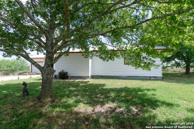 Guadalupe County Single Family Home New: 106 Gray Stone Rd