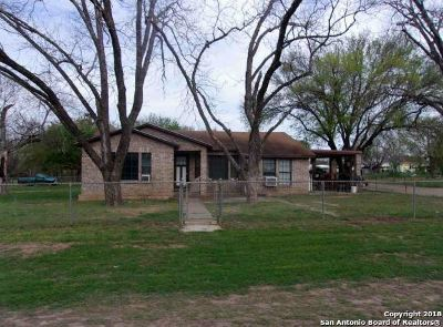Frio County Single Family Home For Sale: 105 County Road 2655