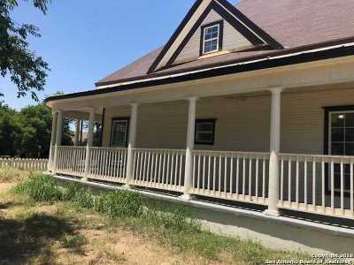 Frio County Single Family Home For Sale: 421 E Rio Grande St