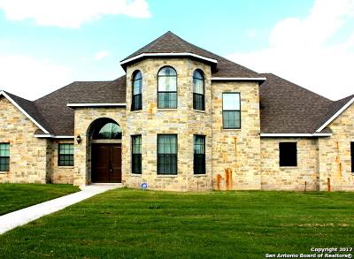 Karnes County Single Family Home New: 817 Chula Vista St