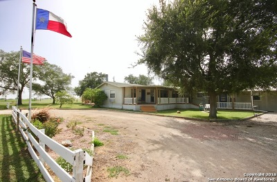 Poth TX Single Family Home For Sale: $169,000