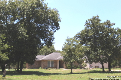 Atascosa County Single Family Home New: 5 Oak Ln