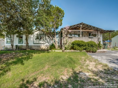 Comal County Manufactured Home For Sale: 833 Farhills Dr