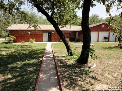 Atascosa County Multi Family Home Back on Market: 980 Sherwood Forest Dr