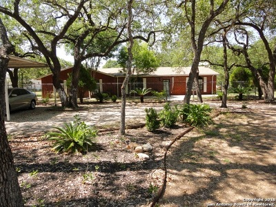 Atascosa County Single Family Home New: 980 Sherwood Forest Dr