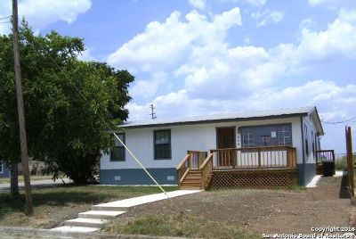 Atascosa County Single Family Home For Sale: 404 10th St