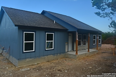 Canyon Lake Single Family Home For Sale: 156 Deer Run Pass