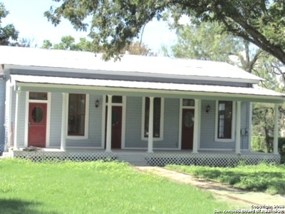Castroville Single Family Home For Sale: 809 Vienna St