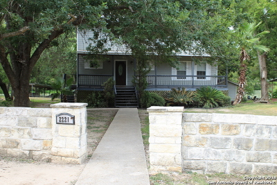Seguin Single Family Home For Sale: 2221 Lakewood Dr