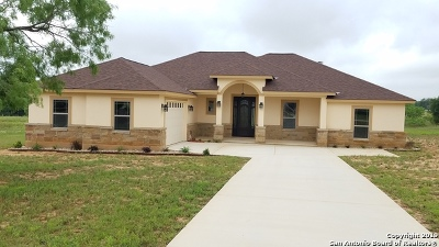 La Vernia Single Family Home For Sale: 108 Colibro Creek Dr