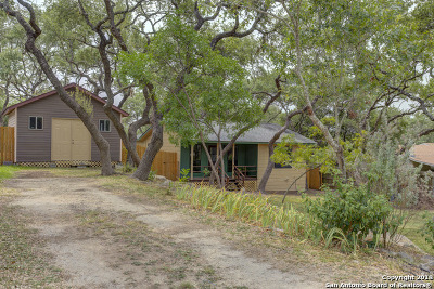 Comal County Single Family Home For Sale: 740 Eastview Dr