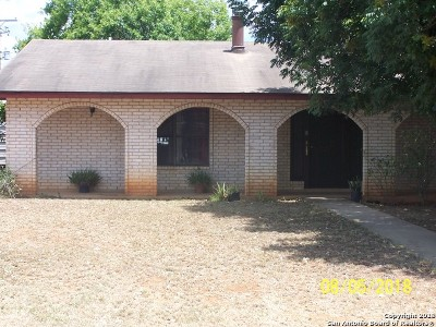 Frio County Single Family Home For Sale: 106 E Hugo St