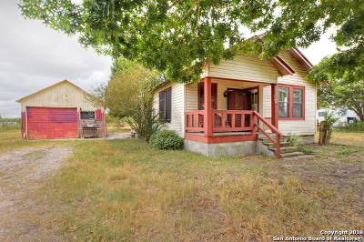 Guadalupe County Single Family Home New: 300 Thunderbird Ln