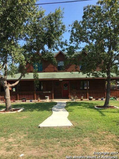 Floresville Single Family Home For Sale: 1506 D St
