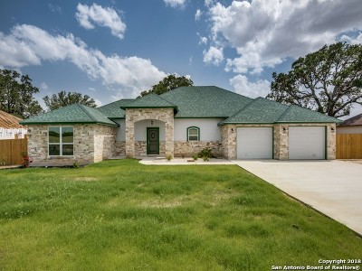 Atascosa County Single Family Home For Sale: 1729 Crooked Creek