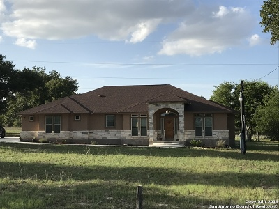 Atascosa County Single Family Home New: 35 Trophy Ln