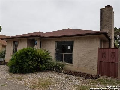Universal City Single Family Home For Sale: 709 Meadow Arbor Ln