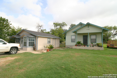 Adkins Single Family Home For Sale: 11121 Us Highway 87 S