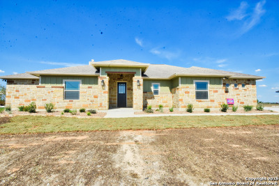Floresville Single Family Home Active Option: 184 Gentle Breeze
