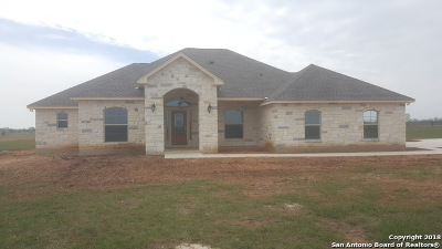 Floresville Single Family Home For Sale: 113 Gentle Breeze