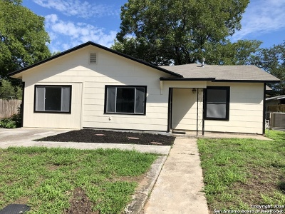 Atascosa County Single Family Home New: 924 Oakcrest