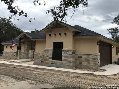 La Vernia Single Family Home New: 176 Sendera Crossing