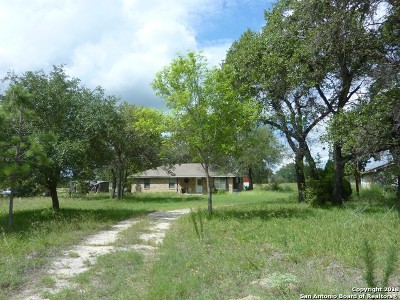 Floresville TX Single Family Home Active Option: $139,000