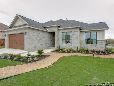Floresville Single Family Home For Sale: 176 Fairway Dr