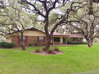 Atascosa County Single Family Home For Sale: 113 Live Oak Dr