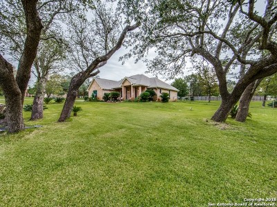 Floresville TX Single Family Home Price Change: $279,975