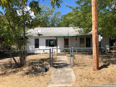 Atascosa County Single Family Home For Sale: 962 Avenue G