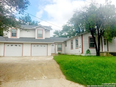 Floresville TX Single Family Home For Sale: $195,000