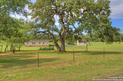 Atascosa County Single Family Home Active Option: 1555 South View