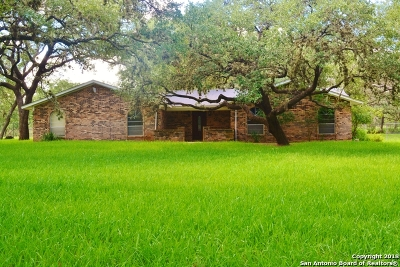 Atascosa County Single Family Home For Sale: 113 Cynthia Dr
