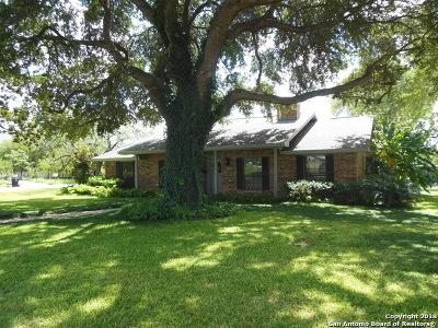 Frio County Single Family Home For Sale: 820 E San Marcos St