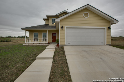 Floresville TX Single Family Home New: $219,900