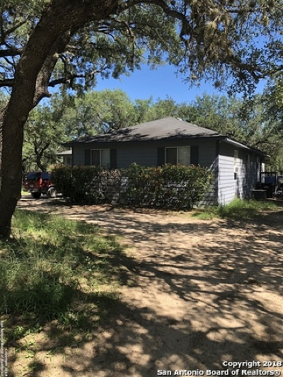 Floresville TX Single Family Home New: $180,000