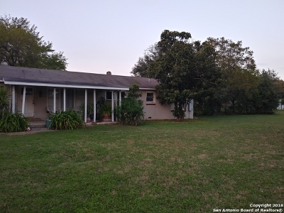 Guadalupe County Single Family Home New: 913 Beck St
